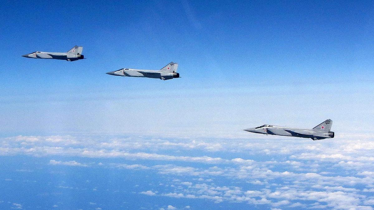 истребитель-перехватчик МиГ-31БМ в небе