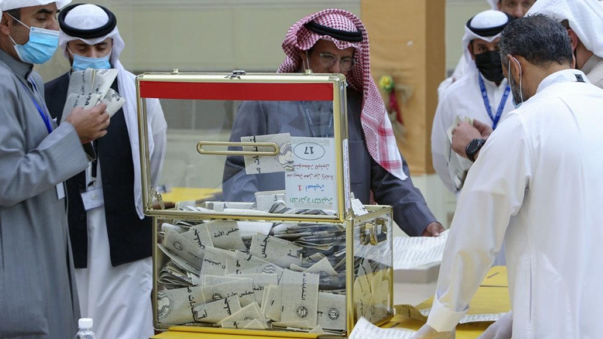 Кувейт выборы избирательная урна бюллетени подсчёт голосов