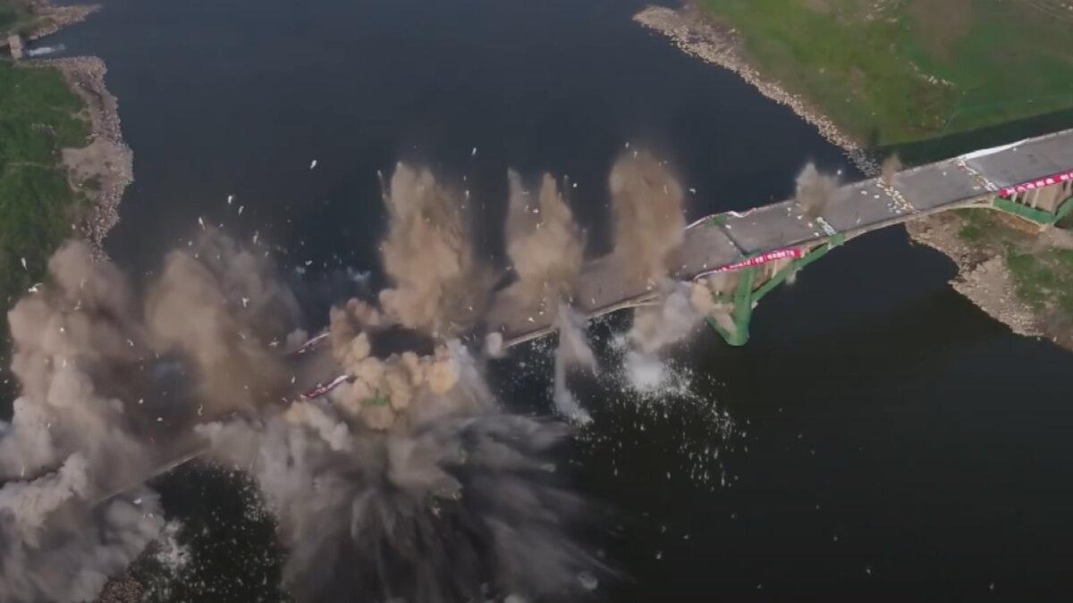 В китайской провинции Хунань взорвали мост