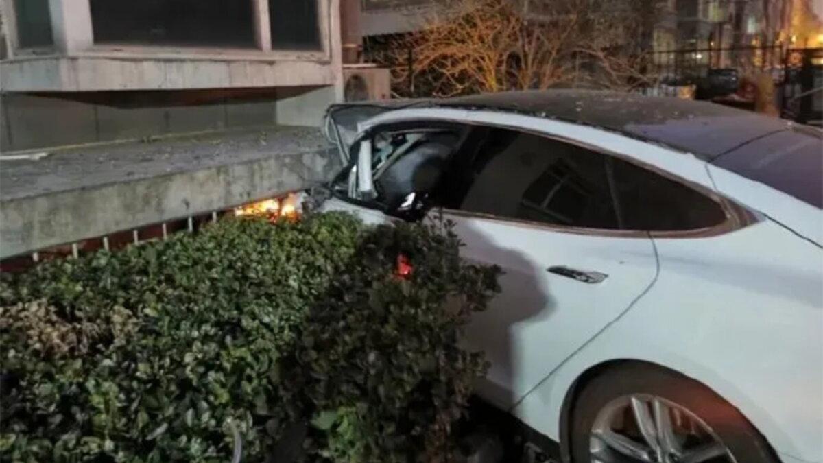 Tesla хотела убить водителя