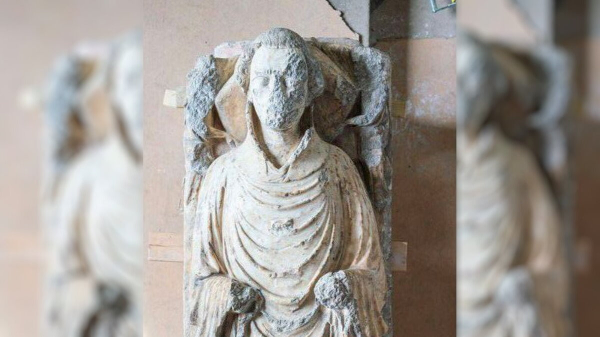 алебастровая статуя священника Англия археология