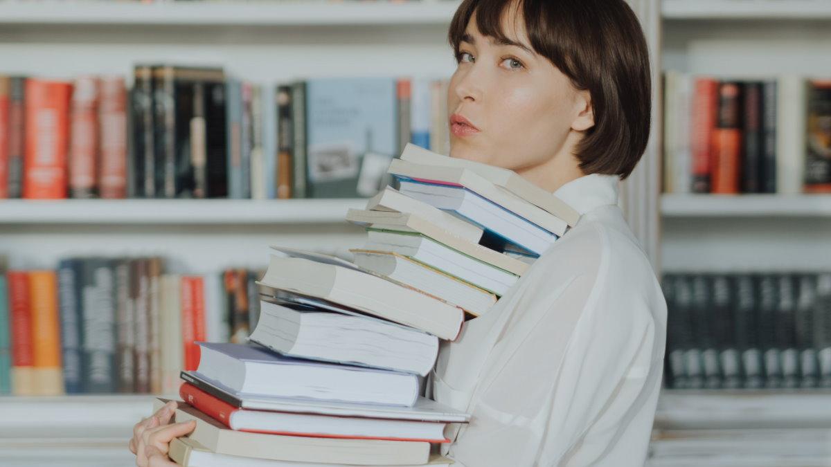 Книги знания библиотека умная начитанная женщина