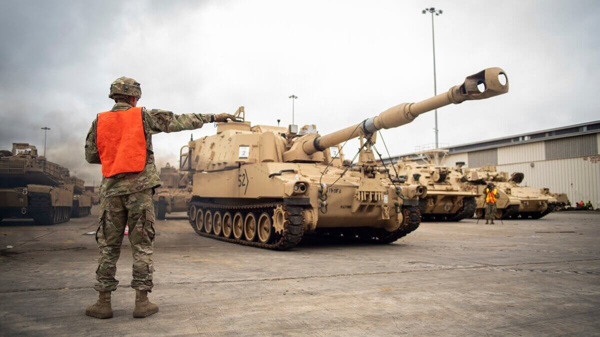 Военная техника США армия танки склады