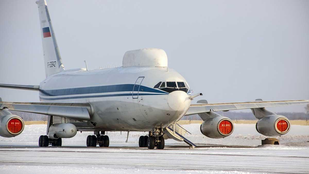 Аэропорт Толмачево самолет Ил-80