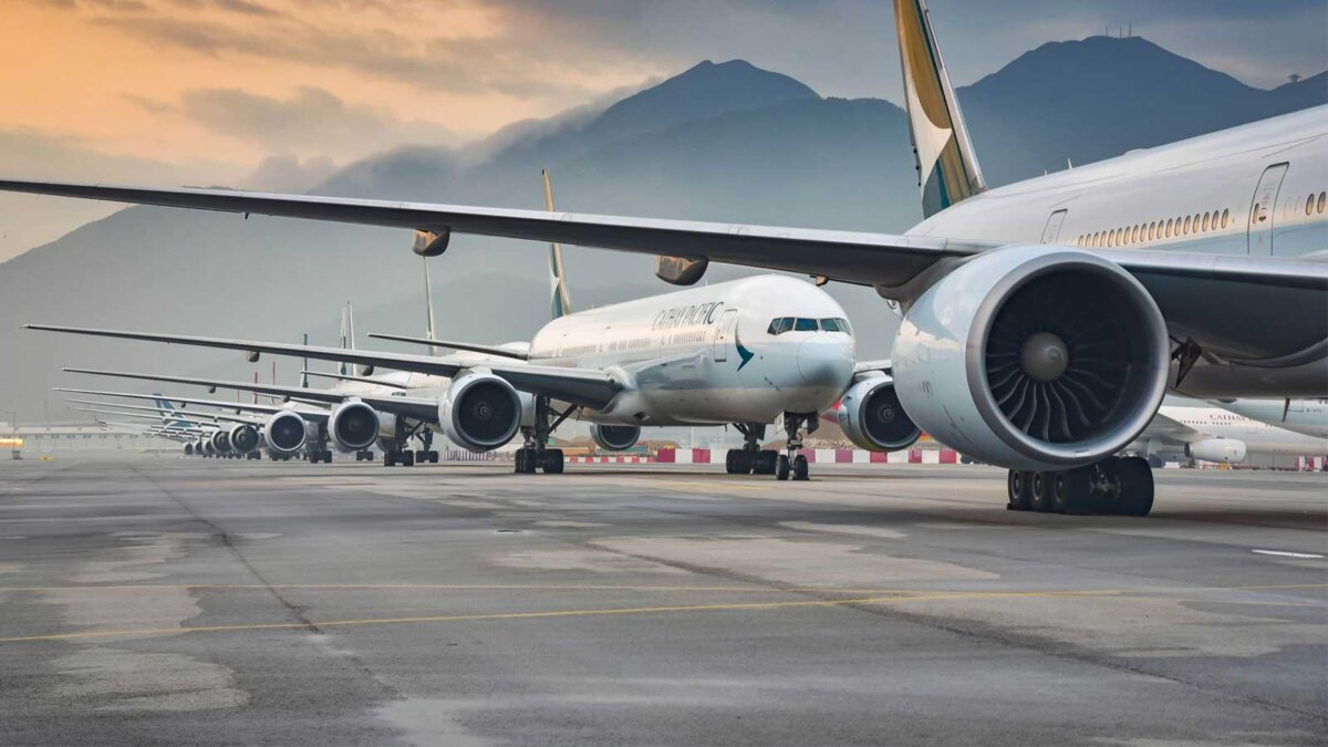 Аэропорт самолеты Aircraft fleet parked at taxiway