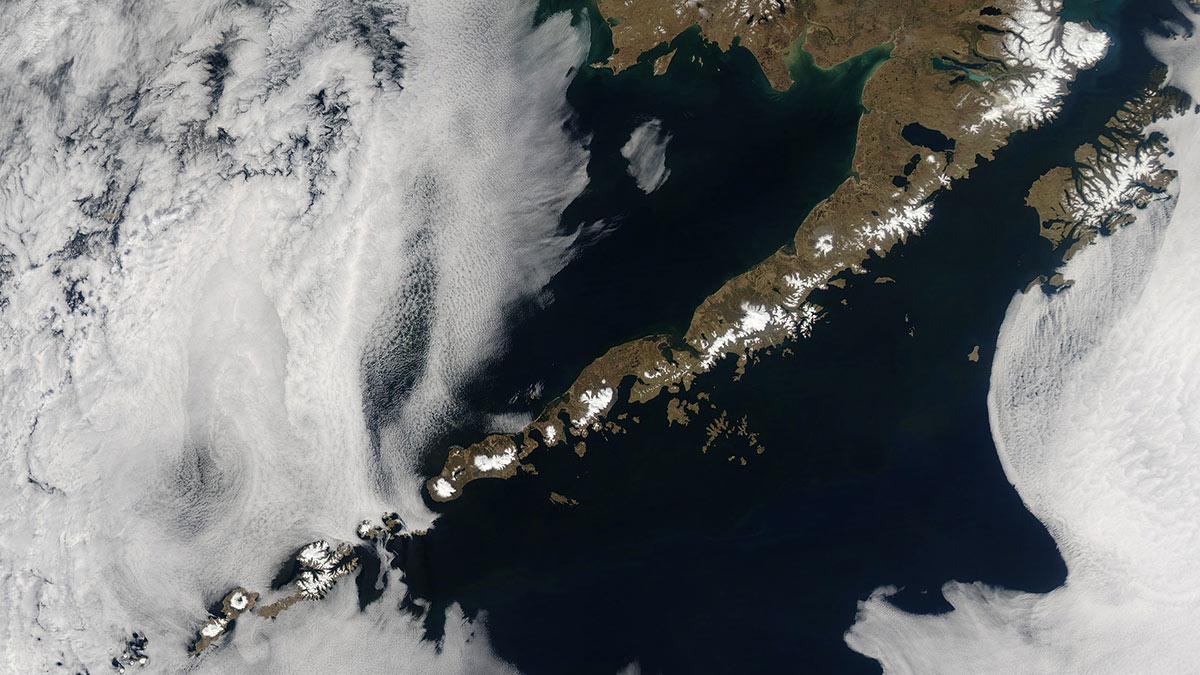 Алеутский архипелаг острова вид из космоса