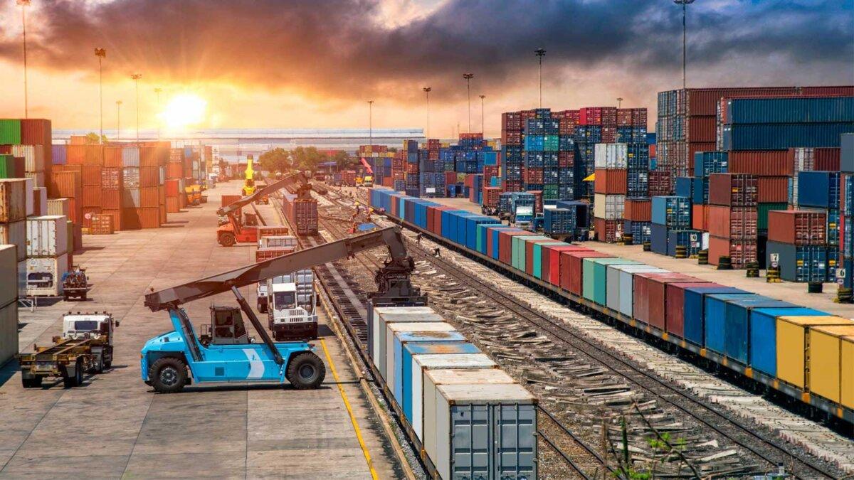 Бизнес Логистика и транспортная концепция, контейнерных грузов поезд и грузовик для логистики импорта экспорта и транспортной промышленности фон