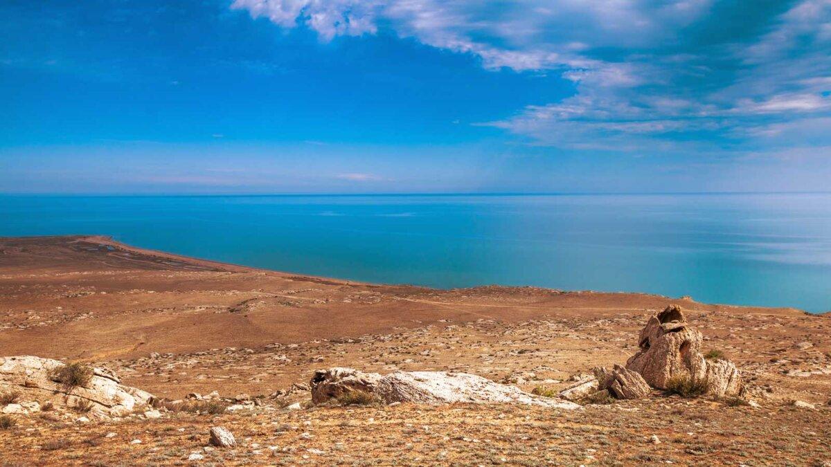 Caspian sea under blue sky каспийское море