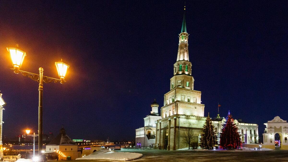 Башня Сююмбайк на территории Казанского Кремля Новый год