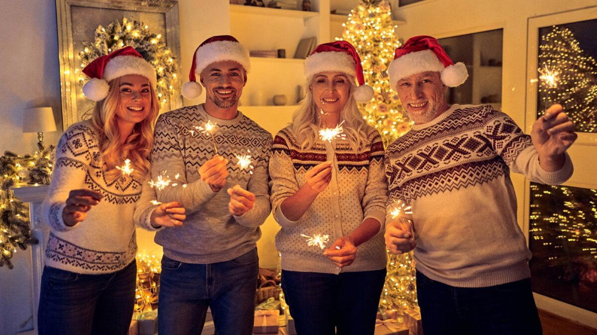 Новый год празднование серый белый свитер