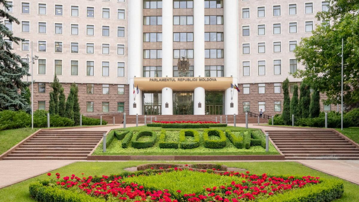 Здание парламента Молдавии один