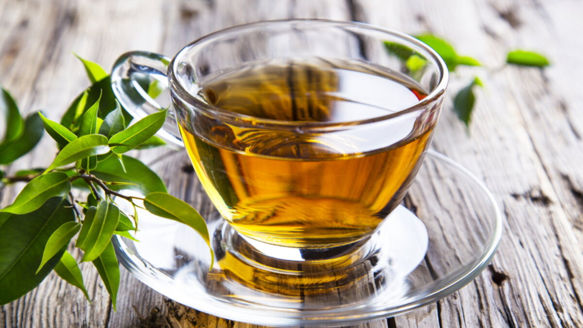 Прозрачная чашка зелёный чай