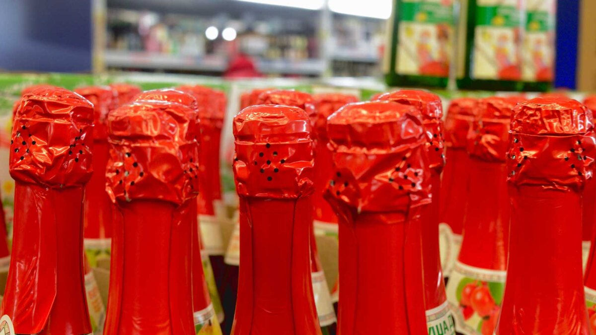 Детское шампанское Bottles of New Year's drink for children