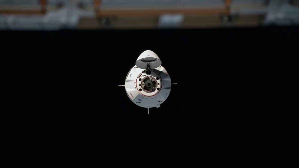 Грузовой корабль SpaceX Dragon стыковка с МКС
