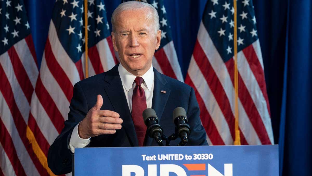 Джо Байден выступление на фоне флага США Joe Biden