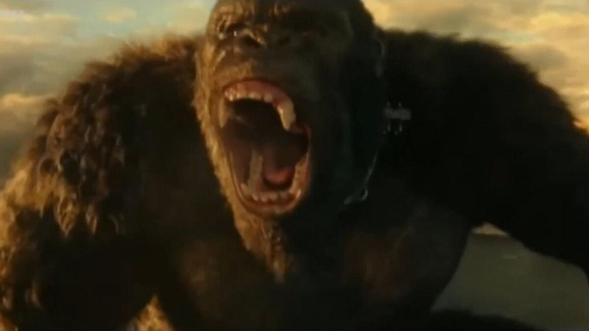 Кадр из фильма Годзилла против Конга один