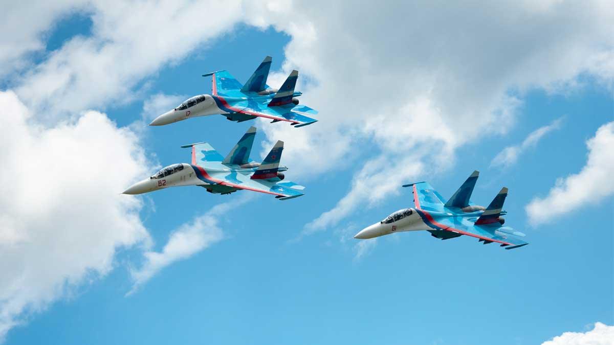 Группа российских военных самолет SU-27 Group of russian military jets Su 27