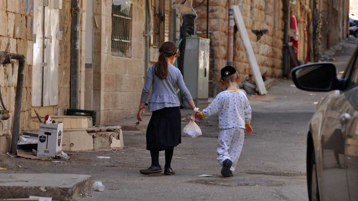 Израиль дети бедность Children in Mea Shearim in Jerusalim