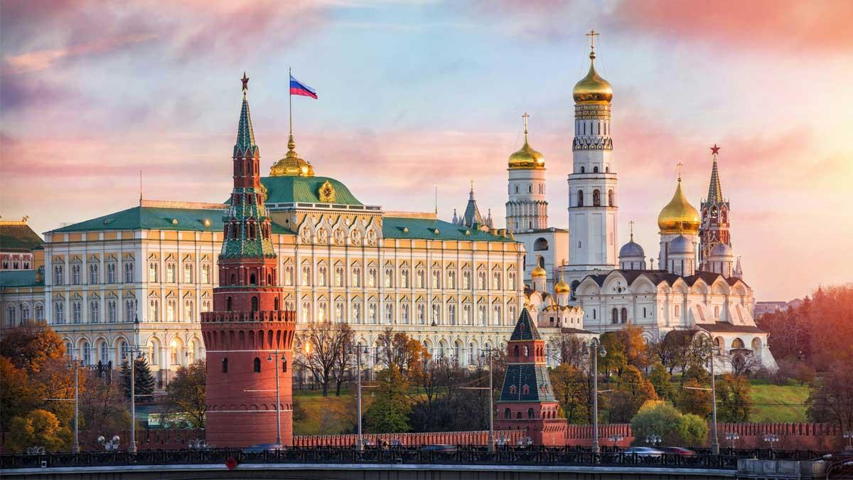 Большой Кремлёвский дворец с флагом