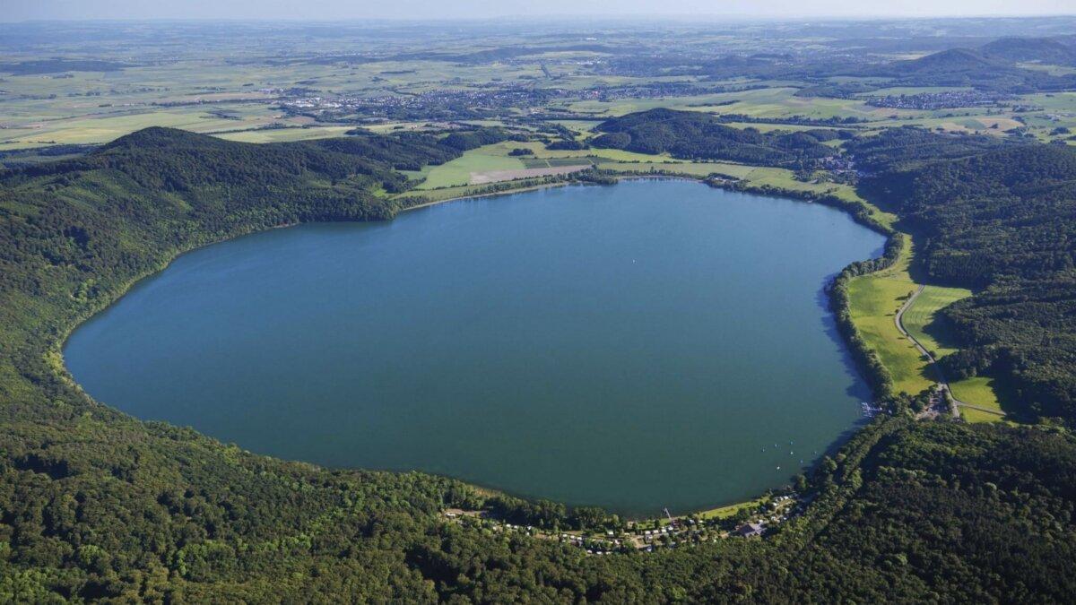 Вулкан в Германии: вулканическая кальдера Лаахер-Зее – Лаахское озеро