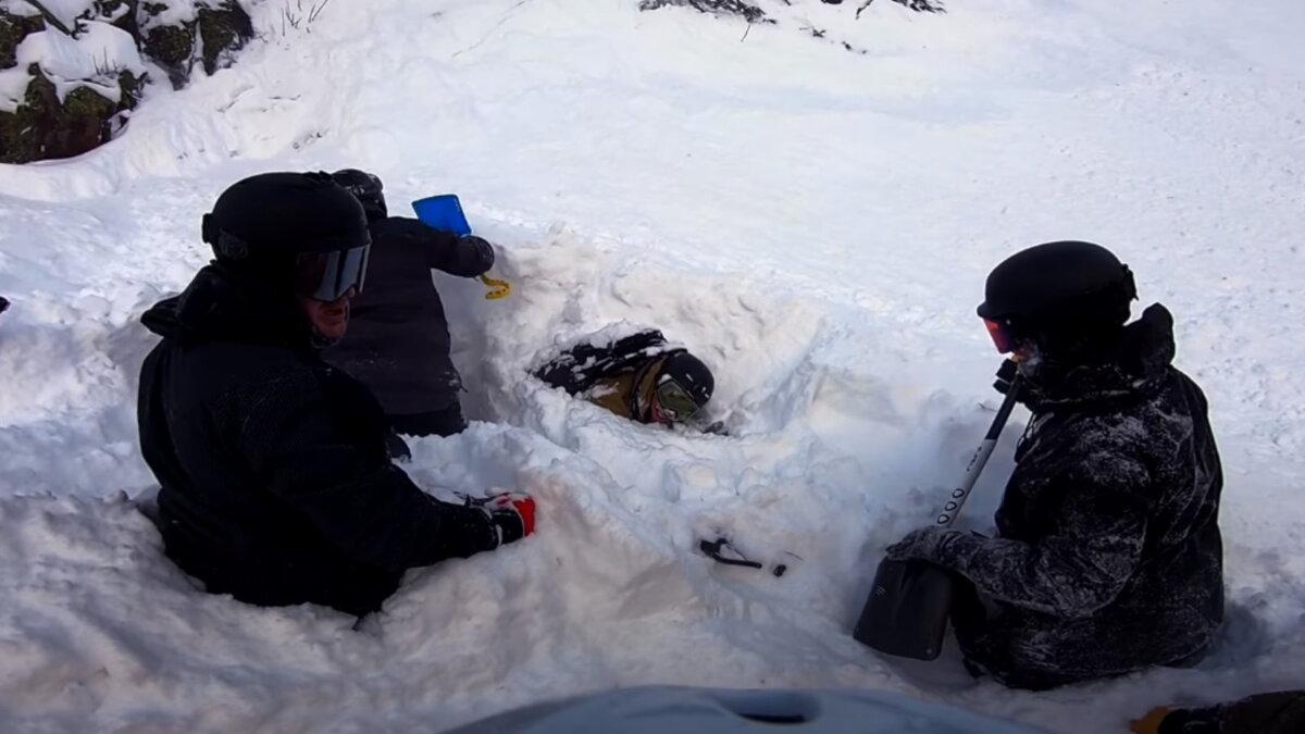 Лавина в Шерегеше накрыла лыжника