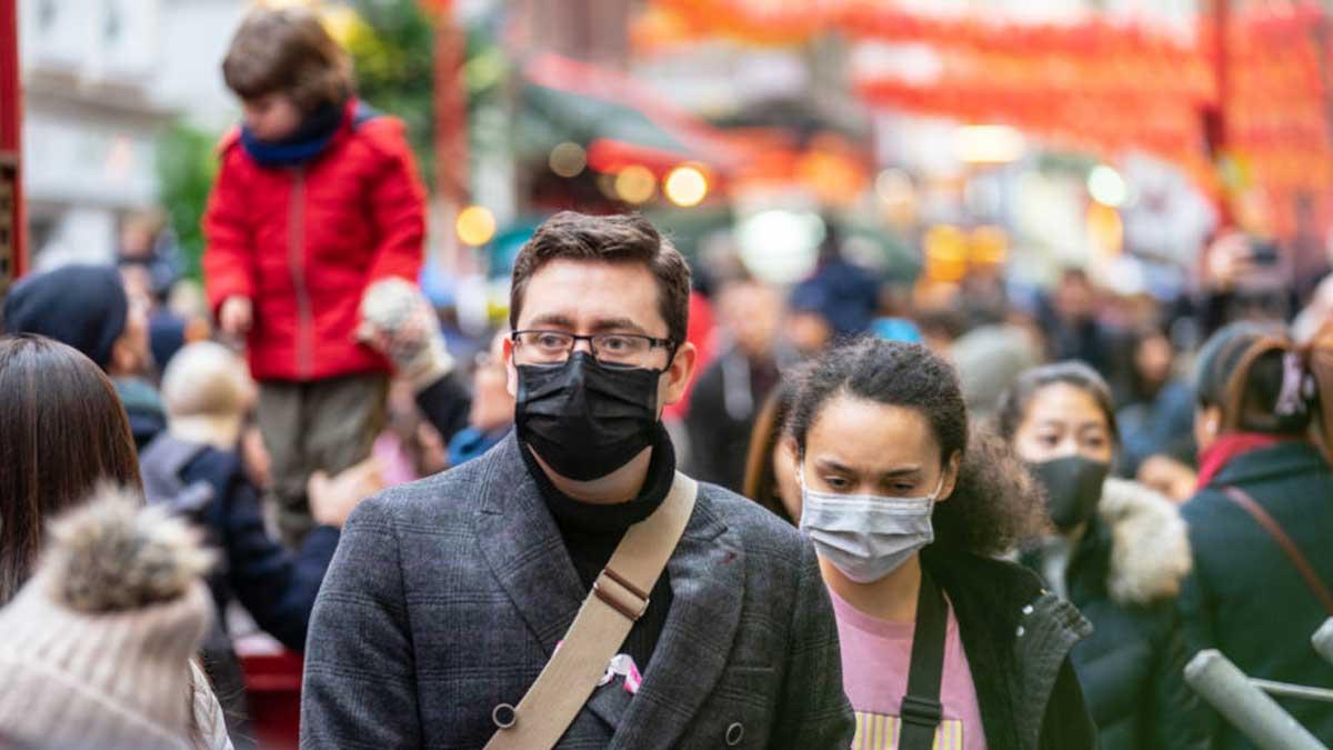 Люди улица маски