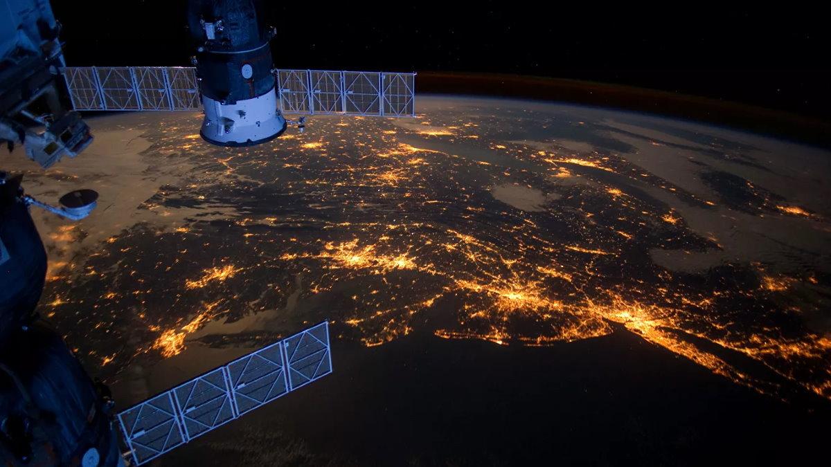 МКС Международная космическая станция ночь