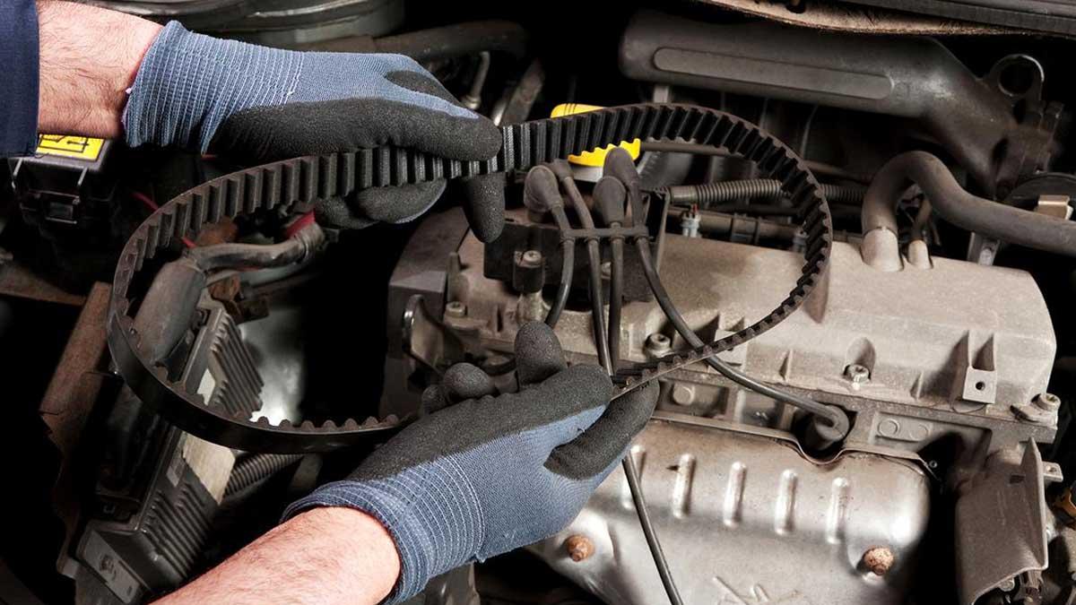 Механический ремонт автомобиля в гараже ремень ГРМ