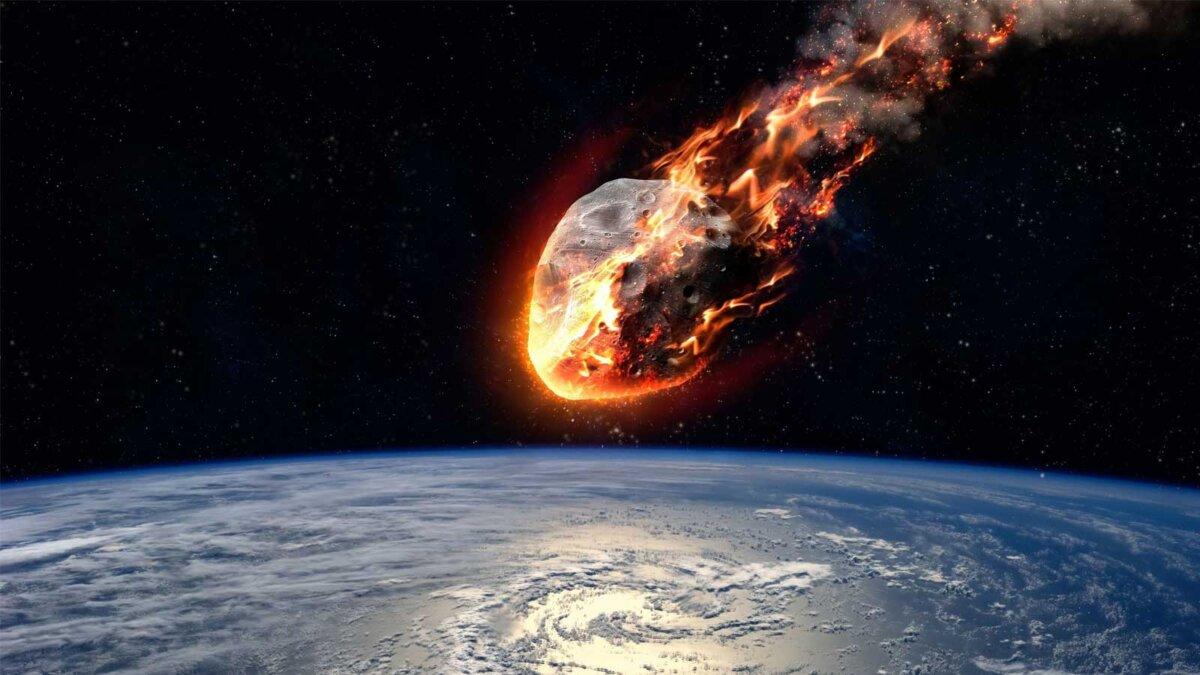 Метеор, сияющий, когда он входит в атмосферу Земли