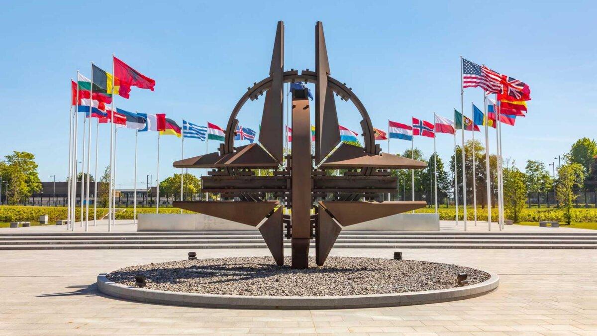 Нато звезда Брюссель Nato star sculpture in Brussel