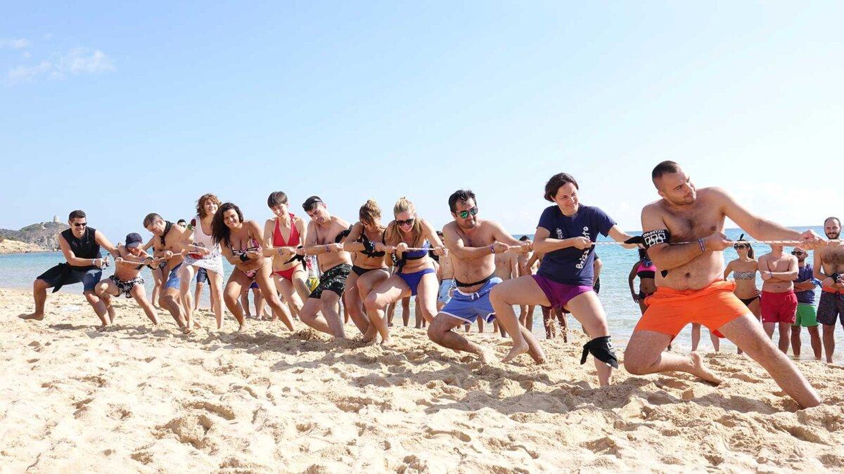 Пляж люди конкурсы перетягивание каната море