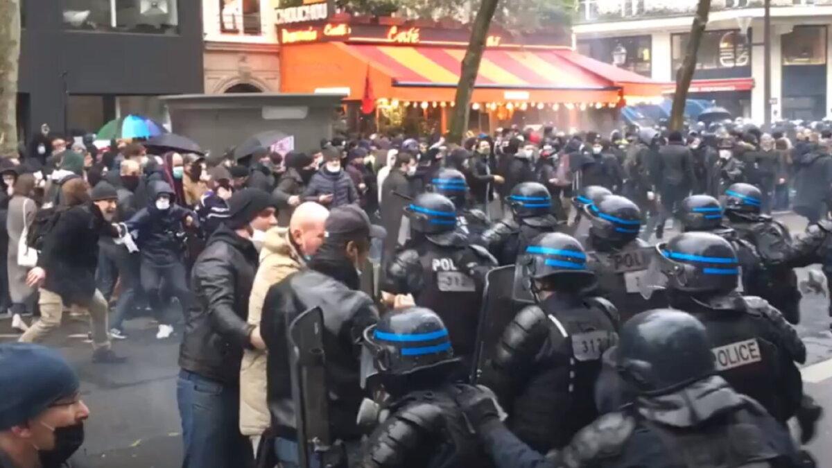 Париж протесты столкновения один
