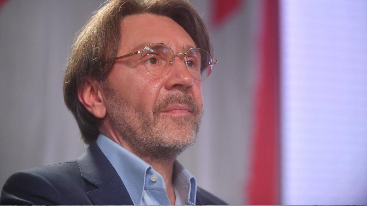 Сергей Шнуров один