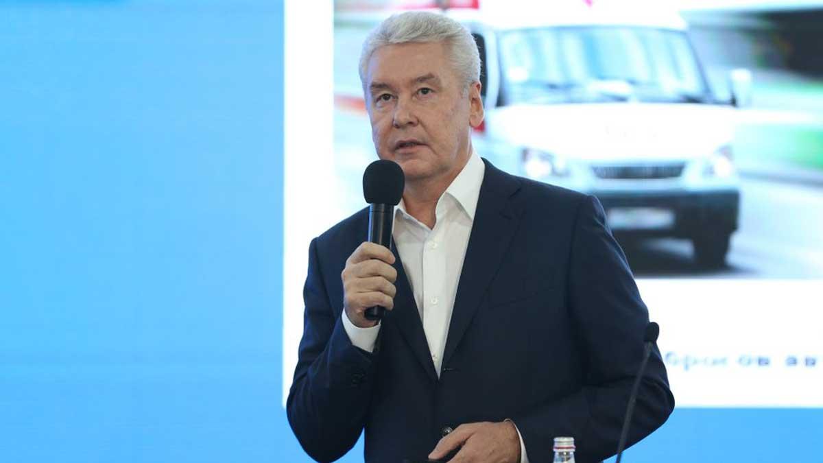 Сергей Собянин с микрофоном Sergei Sobyanin speaks