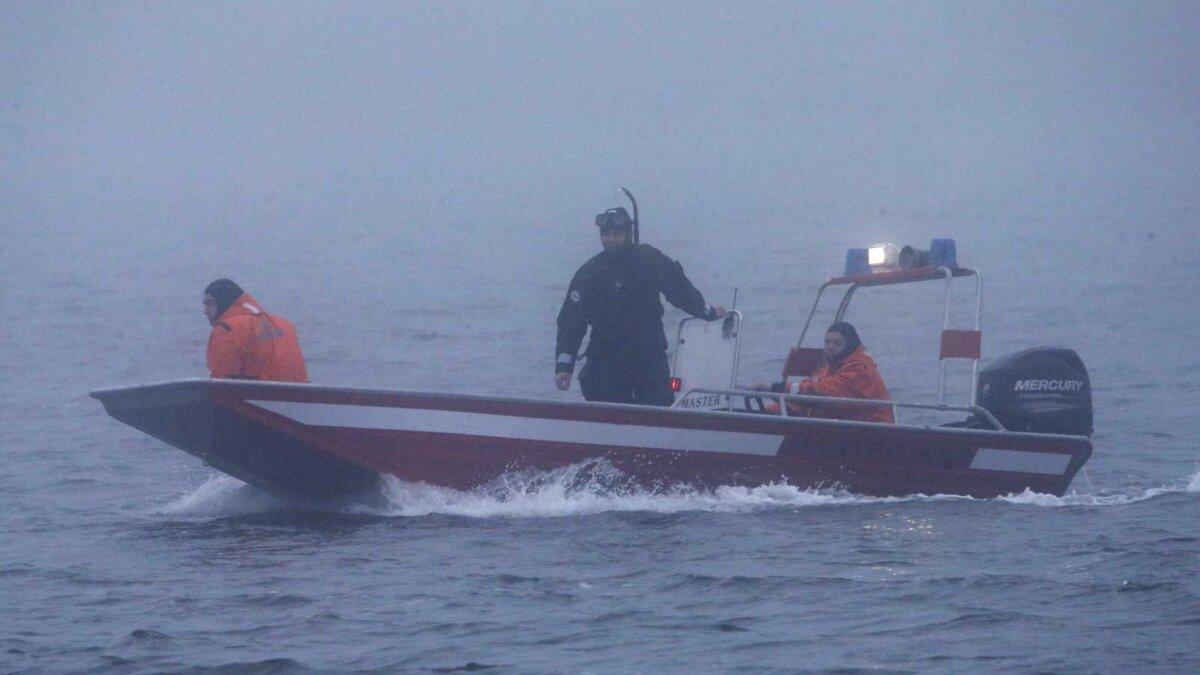 Спасательная операция лодка мужчины костюмы