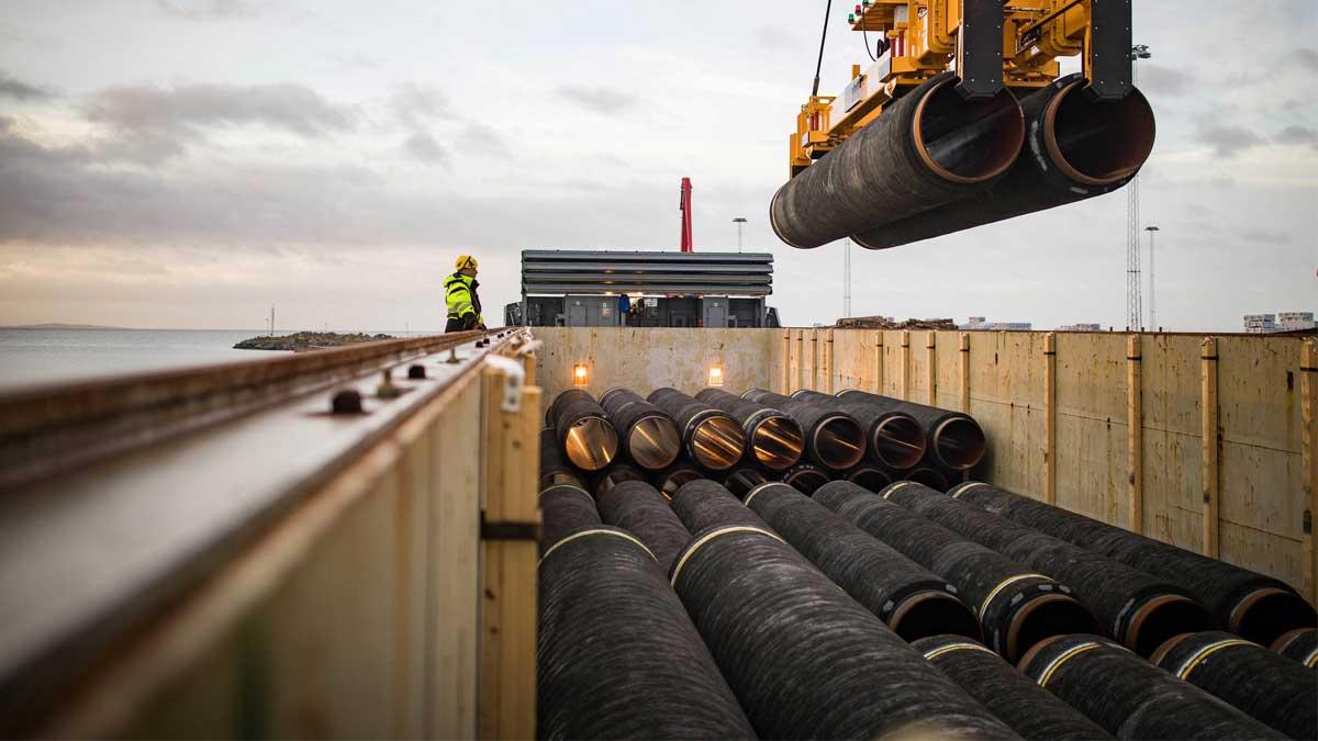 Трубы Северный поток 2 installation of Nordstream 2 gas pipes submarine near landfall of Nord Stream in Germanys