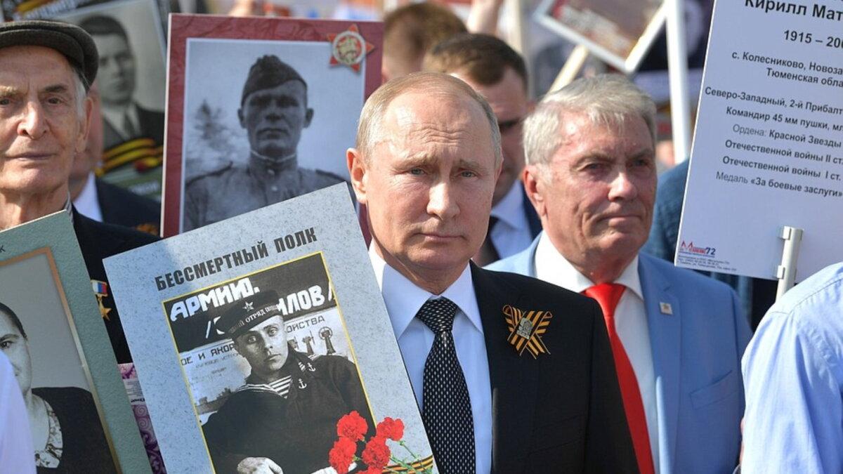 Владимир Путин на акций Бессмертный полк