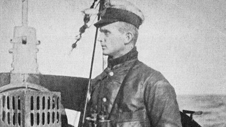 """Карл Дениц на борту подлодки U-39, на которой он служил после гибели крейсера """"Бреслау"""", 1917-1918 гг."""