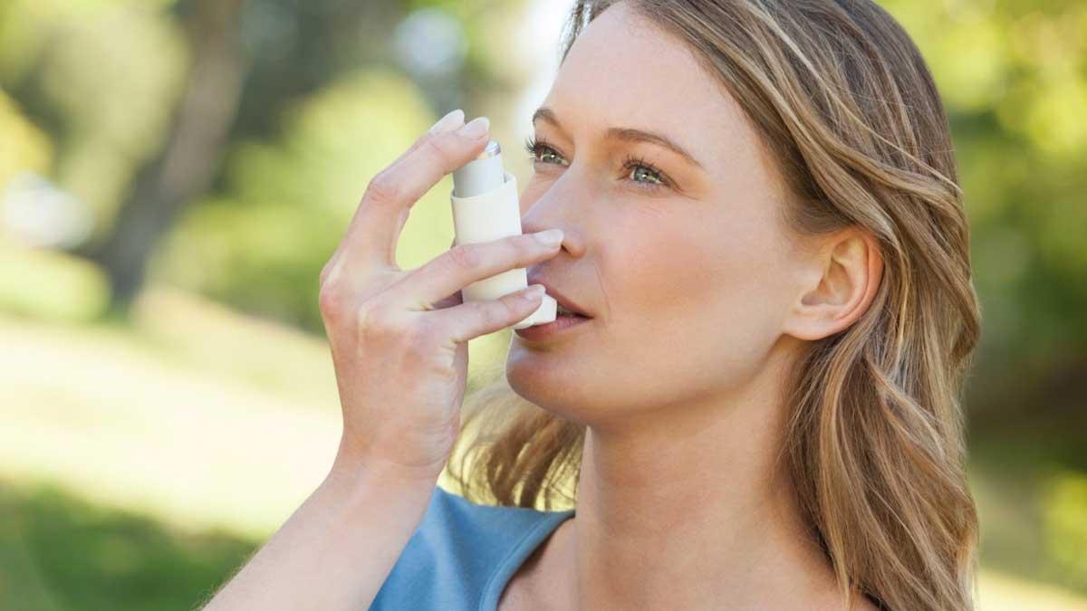 девушка в парке астма