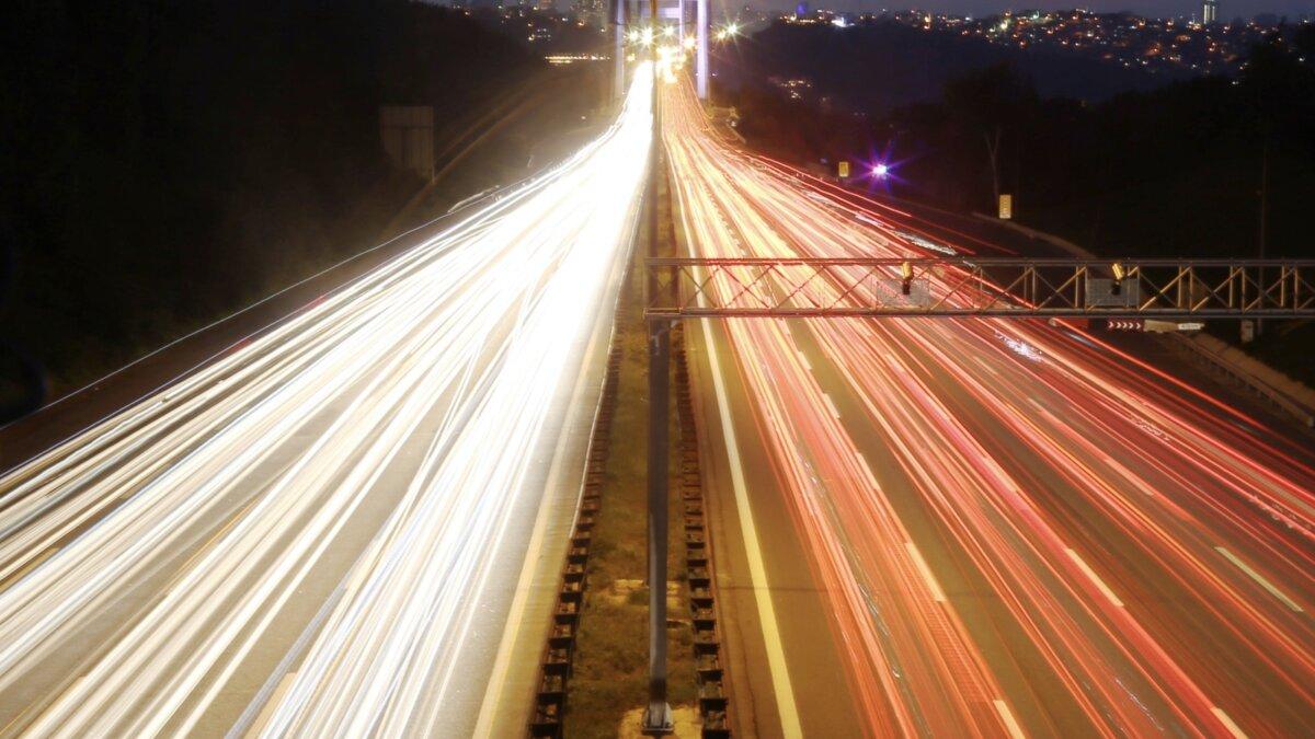 дорога в городе ночью