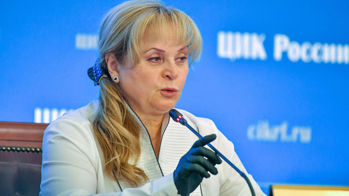 Председатель Центральной избирательной комиссии (ЦИК) РФ Элла Памфилова в перчатках