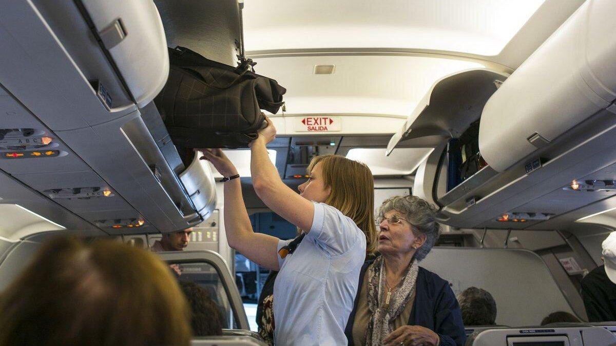 ручная кладь в салоне самолета