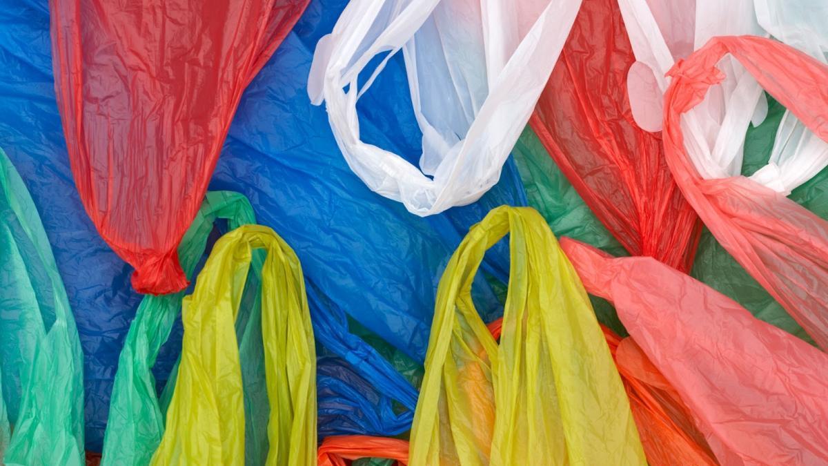 Минпромторг РФ выступил против запрета на пластиковые пакеты