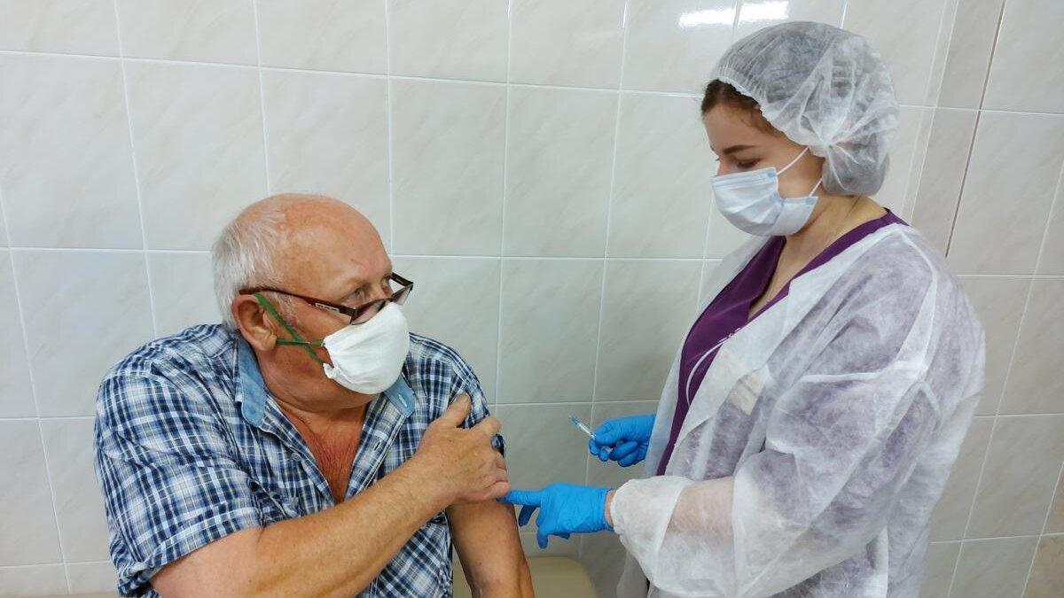 вакцинация пожилых людей