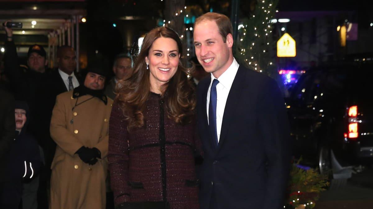 Кейт Миддлтон и принц Уильям гуляют