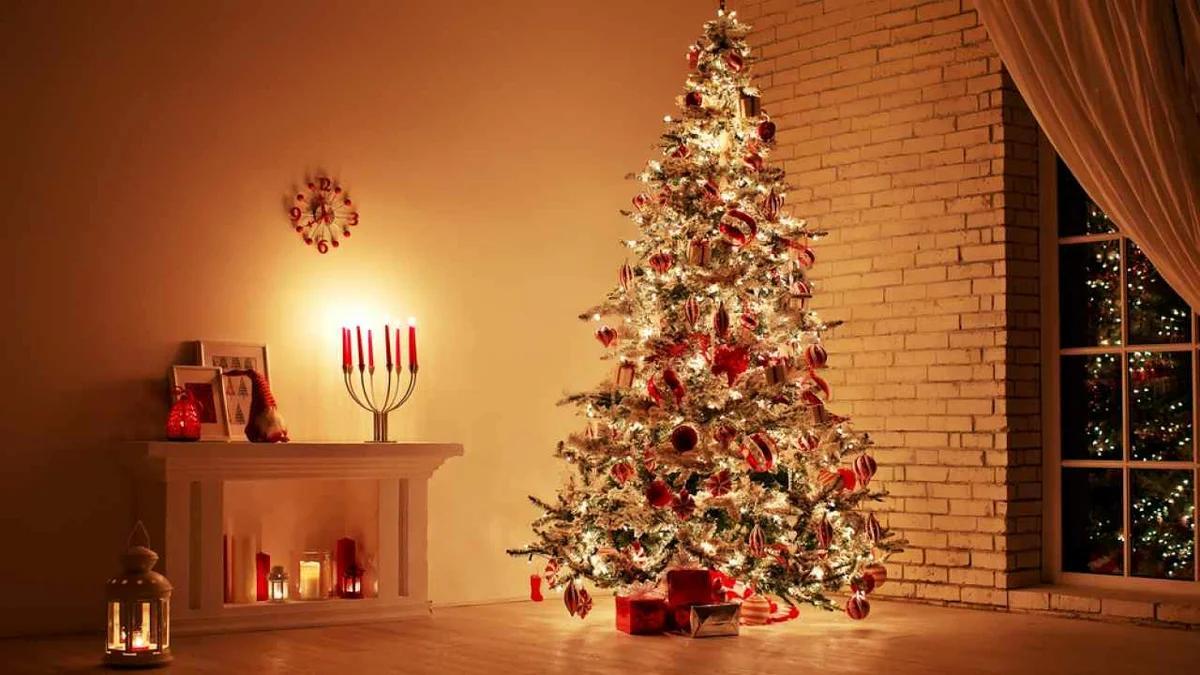 светодиодные гирлянды на елке