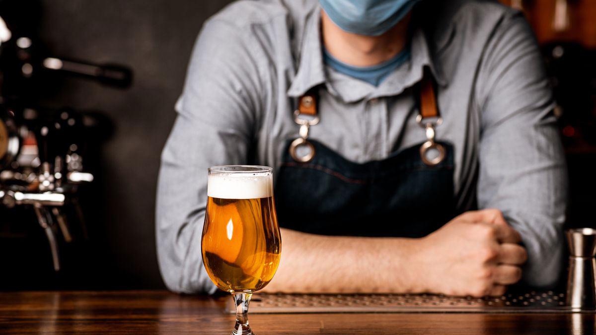 карантин бар кафе бармен бокал маска коронавирус