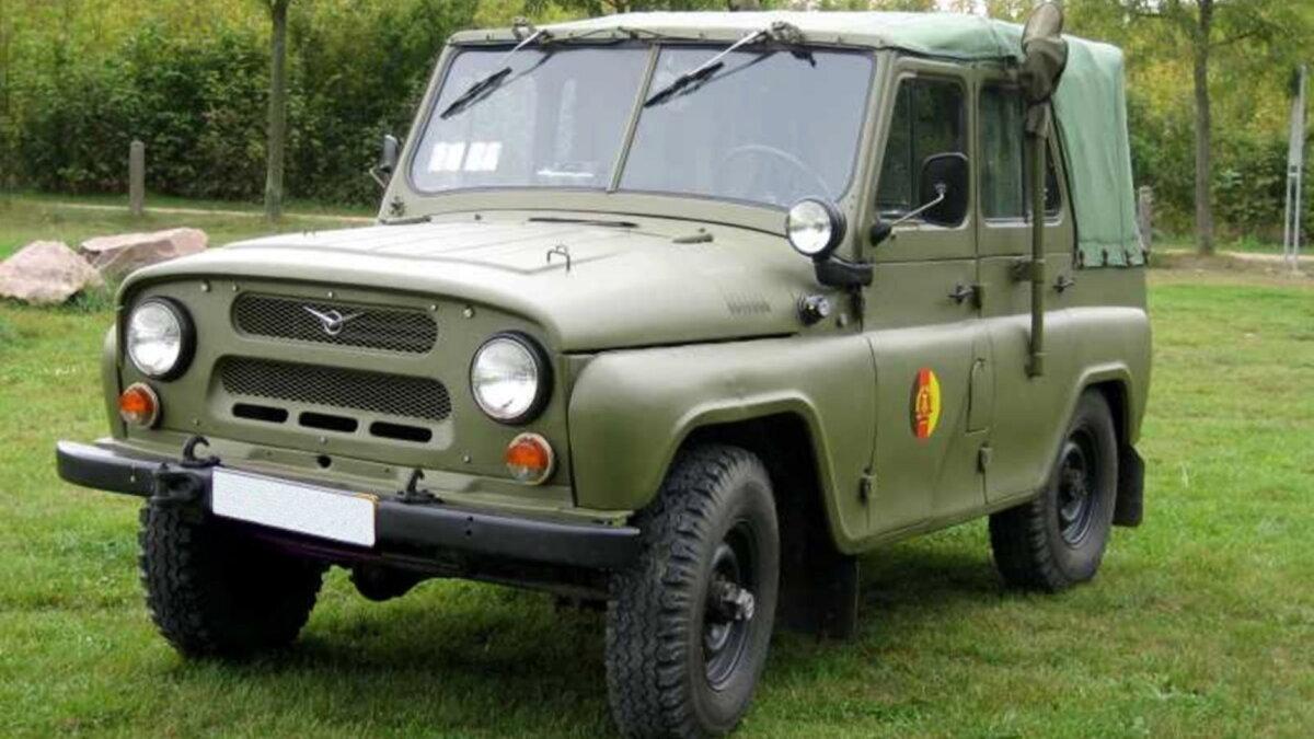 Командно-штабная машина КШМ Р-125БР Белозор-1 УАЗ-469