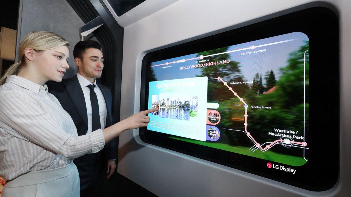 LG's Transparent OLED прозрачный телевизор в поезде