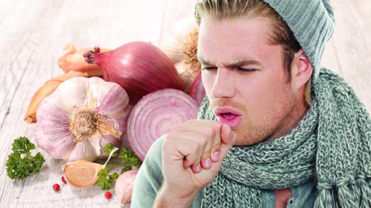 мужчина кашляет лук и чеснок
